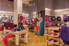 Элегантный дизайн магазина одежды MEXX в Монреале