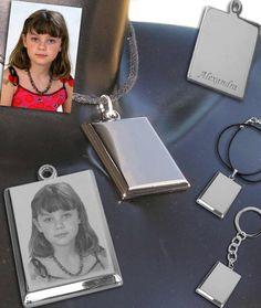 Gravure photo sur petit pendentif 19,90€. Gravure Photo, Plaque, Phone, Small Necklace, Personalized Jewelry, Fantasy, Telephone, Mobile Phones