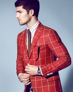 Bold men's tie, shirt, and blazer pattern mixing