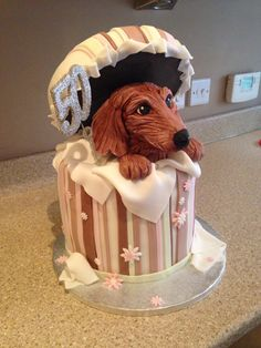 Would love a doxie cake for my b day.no pink though 😜 Basset Dachshund, Dachshund Cake, Dachshund Funny, Dachshund Gifts, Daschund, Fancy Cakes, Cute Cakes, Dog Cakes, Cupcake Cakes