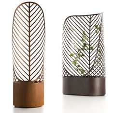 Screen-Pot by François Clerc for De Castelli is a restyling of the classical flower pot with grates for climbing plants. Thanks to the use of steel and laser cutting, this design has a graphic effe...