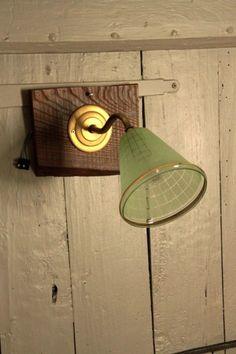 tulipe ancienne applique droite en porcelaine et tulipe en verre http www. Black Bedroom Furniture Sets. Home Design Ideas