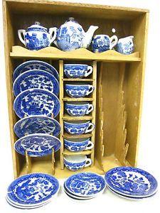 Blue Willow China, Blue And White China, Blue China, Dish Display, Wood Display, Childrens Tea Sets, Blue Dishes, Willow Pattern, China Tea Sets