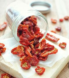 Dehydrated Tomatoes | 15 Things You Can Make With Your Dehydrator | https://homemaderecipes.com/15-things-you-can-make-with-your-dehydrator-this-weekend/