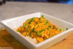 Her er det mye smaker og det smaker fantastisk. Denne Malaysisk inspirerte retten er en smaksekplosjon!! Retten tar ikke lang tid å lage og inneholder masse ferske smaker. Her er det mye chili, hvi… Frisk, Wok, Thai Red Curry, Risotto, Meat, Chicken, Dinner, Ethnic Recipes, Chili