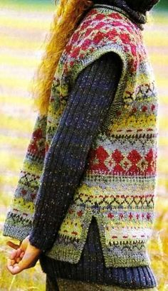 (Tricot) The sock sweater and the chasuble - The Knitting and Creative Leisure Shop. (pattern in french) Free pattern ♥ 5500 FREE patterns to knit ♥: Punto Fair Isle, Motif Fair Isle, Fair Isle Pattern, Fair Isle Knitting, Knitting Yarn, Free Knitting, Pull Jacquard, Knit Stranded, Look At My