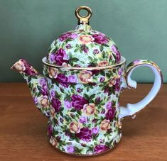 This roses pattern is very similar to Royal Albert's chintz china, see last photo. Teapot is long including spout and handle x wide x tall. Teapots Unique, Tea Pot Set, Teapots And Cups, Tea Art, My Cup Of Tea, Chocolate Pots, Vintage Tea, Tea Time, Coffee Time