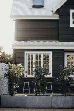 Black House Exterior, House Paint Exterior, Exterior House Colors, Exterior Design, Exterior Paint Colours, Coastal Cottage, Coastal Homes, Coastal Living, Coastal Decor