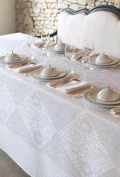 """Linge de table LE JACQUARD FRANCAIS """"BOSPHORE"""" Blanc - Nappe, serviette de table, set et chemin de table damassés http://www.lacompagniefrancaise.com/"""