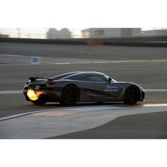 Koenigsegg tearing up the track!