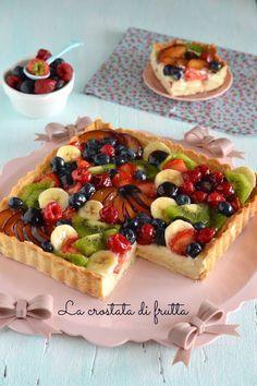 The perfect fruit tart (shortcrust pastry and custard recipe) - Flores Italian Desserts, Just Desserts, Delicious Desserts, Bakery Recipes, Dessert Recipes, Cooking Recipes, Kolaci I Torte, Custard Recipes, Shortcrust Pastry