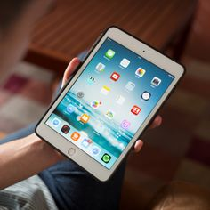 Find out which app is probably causing your iPad battery to die so much quicker on SheFinds. Ipad Pro Tips, Ipad Hacks, New Technology Gadgets, High Tech Gadgets, Medical Technology, Energy Technology, Electronics Gadgets, Iphone Hacks, Iphone 5s