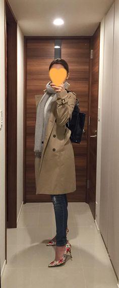 Beige trench coat: ANAYI, Grey scarf: Des Pres