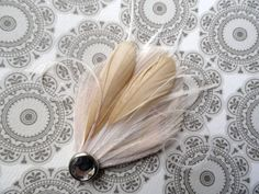 CIRQUE Ivory and Beige Mini Peacock Feather Hair by Lucyohlucy, $15.50