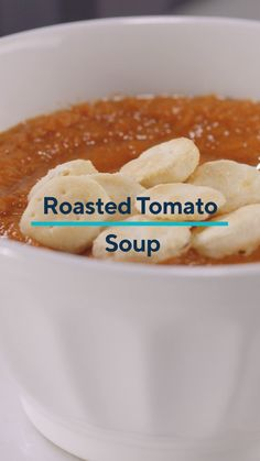 Staying cozy at home? Treat yourself to a restaurant-style soup from the comfort of your kitchen in minutes! This roasted tomato soup recipe is simple but filled with delicious flavors. Vitamix Tomato Soup, Roast Tomato Soup Recipe, Roasted Tomato Soup, Tomato Soup Recipes, Roasted Tomatoes, Vitamix Recipe Videos, Vitamix Recipes, Cooking Recipes, Quick Meals