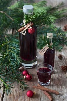 Red wine liqueur recipe from Sweets & Lifestyle® Homemade gifts ✄🎁🎄 Christmas DIY Gifts Christmas. Red wine liqueur recipe from Sweets & Lifestyle® Red Sangria Recipes, Red Wine Sangria, Berry Sangria, Peach Sangria, Homemade Christmas Presents, Homemade Gifts, Christmas Diy, Homemade Pasta, Christmas Recipes