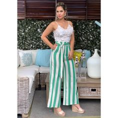 La imagen puede contener: 2 personas, personas de pie y rayas 30 Outfits, Culotte Pants, Vacation Dresses, Two Piece Outfit, Palazzo Pants, Pants Outfit, Casual Wear, Women Wear, Jumpsuit