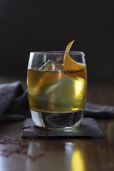 Saffron Honey Rum Old Fashioned - Moody Mixologist Honey Whiskey, Scotch Whiskey, Irish Whiskey, Liquor Drinks, Bourbon Drinks, Alcoholic Drinks, Beverages, Whiskey Old Fashioned, Old Fashioned Cocktail