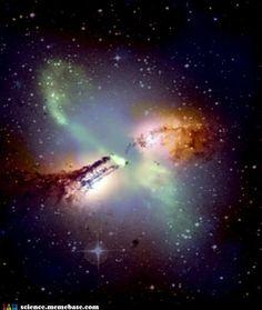 Centaurus A, and Its Giant Black Hole. (Dai due poli di Centaurus A partono due emissioni di onde-radio a getto della lunghezza di diversi milioni di anni-luce. Al centro della galassia si pensa sia situato un buco nero supermassiccio di molti milioni di masse solari.)