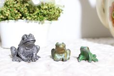 Set of 3 Budweiser Frogs Glass Marbles