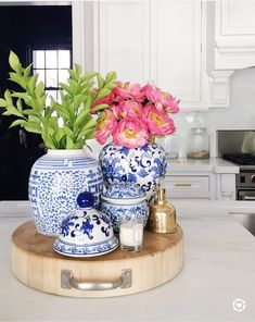 blue and white vases decor Blue And White Vase, White Vases, Blue Vases, Vases Decor, Table Decorations, Decorating With Vases, Asian Decor, Decorated Jars, Ginger Jars