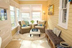 40 Beautiful Sunroom Designs (Pictures) - Things and Tea by the Sea - 40 Beautiful Sunroom Designs (Pictures) Small sunroom addition porch with yellow and white colors and cottage theme - Small Enclosed Porch, Small Sunroom, Small Porches, Small Conservatory, Screened Porches, Exterior Tiles, Interior Exterior, Porche Chalet, 4 Season Room