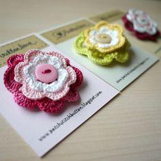 Flower crochet brooches