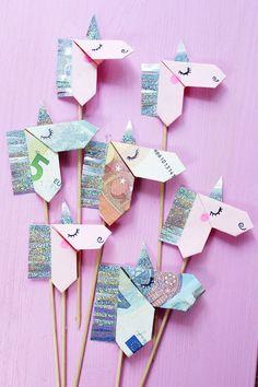 Geldscheine kreativ zu Origami Einhörnern falten – DIY Anleitung Origami Tutorial, Tutorial Diy, Unicorn Diy, Unicorn Party, Diy For Kids, Crafts For Kids, Diy And Crafts, Paper Crafts, Origami Paper