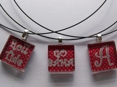 Show your team spirit w/1 inch glass pendant for your Alabama Crimson Tide.