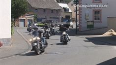 See the videos of the Harley convoi during the 14th Harley-meeting in Ürzig, Germany