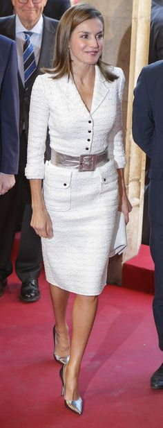 Queen Letizia in Felipe Varela tweed coat dress at King Jaime I Awards Royal Fashion, Look Fashion, Womens Fashion, Coat Dress, Peplum Dress, Dress Outfits, Fashion Dresses, Corporate Wear, Power Dressing