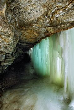 https://flic.kr/p/9cCSSF | Minnehaha Falls | Minnehaha Creek is a tributary of the Mississippi River located in Hennepin County, Minnesota that extends from Lake Minnetonka in the west and flows east for 22 miles through several suburbs west of Minneapolis and then through south Minneapolis. Including Lake Minnetonka, the watershed for the creek covers 181 square miles. The creek might have been unremarkable except for the 53 foot Minnehaha Falls located near the creek's confluence with the…