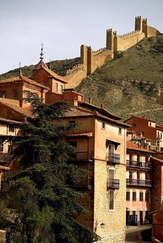 ¿No crees que #Albarracín es uno de los pueblos más bonitos de #España? #viajes…