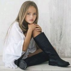 At eight, Kristina Pimenova has been dubbed 'the most beautiful girl in the world'. Which, naturally, begs for intense debate. The Russian supermodel model Kristina Pimenova, Little Girl Models, Child Models, The Most Beautiful Girl, Beautiful Children, Tween Girls, Cute Girls, Girl Pictures, Girl Photos