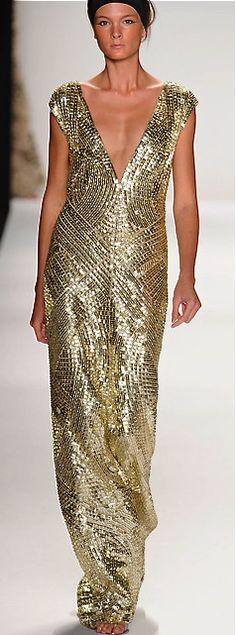 2014 Kaufman Franco Runway // Retro Rack: Whiting & Davis Gold Mesh & Other Conundrums Gold Fashion, Holiday Fashion, Glitter Fashion, Modern Fashion, Women's Fashion, Pretty Outfits, Pretty Dresses, Elegant Dresses, Couture Fashion