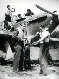 Sergeant Leopold Šrom (right) and Flying officer František Burda (left) behind Hawker Hurrican Mk.IIA (Hurrican has some parts for night flying). Hawker Hurricane, Fighter Pilot, Second World, War Machine, World War Ii, Soldiers, Ww2, Air Force, Aviation