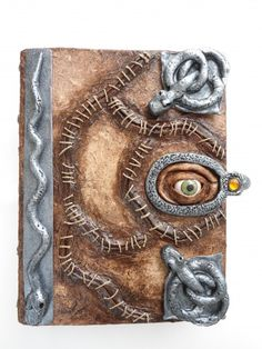 Replica of Winefred Sanderson's  spell book from the movie Hocus Pocus. Tutorial and photos.