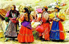 Kurdish nomad women from Khorasan (Land of the sun) in Eastern Kurdistan,Iran The Kurds, Persian Culture, Iranian Art, Portraits, Folk Costume, Costumes, Central Asia, North Africa, World Cultures