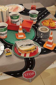 Festa Carros Vintage #cromus #route66 Car Themed Parties, Cars Birthday Parties, 60th Birthday, Carros Vintage, Vintage Car Party, Garage Party, Car Themes, Disney Cars, Birthday Decorations