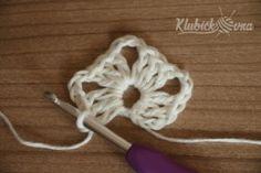 Návod: Jasmínový šátek   Pilgrim Jasmin, Knitting, Crochet, Slippers, Crocheting, Tricot, Breien, Stricken, Ganchillo