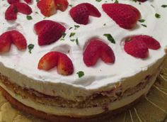 Receitas Especiais: Bolo de Morangos e Natas Mini Cheesecake, Desserts, Best Cake Recipes, Serving Dishes, Tailgate Desserts, Cakes, The Dinner, Strawberries, Portuguese Recipes