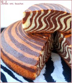 Tiger or Zebra Cake Gâteau tigré, zebré ou encore le zebra cake Just Desserts, Delicious Desserts, Yummy Food, Sweet Recipes, Cake Recipes, Dessert Recipes, Dessert Food, Food Cakes, Cupcake Cakes