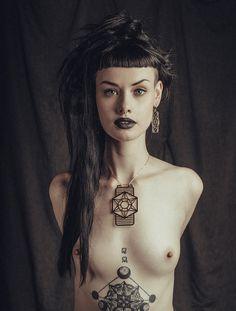 Photographer: Aleira Moon Jewelry: Brent Dakis Jewellery Model: Alice Kelson