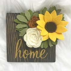 There is no sun here today, but I have this little sunflower staring at me on my desk! Have you welcomed fall into your homes yet? Flower Crafts, Diy Flowers, Fabric Flowers, Paper Flowers, Felt Flowers Patterns, Diy Home Crafts, Cute Crafts, Crafts To Make, Felt Flower Wreaths