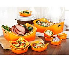 Rachael Ray does it again with her 10-piece Bubble & Brown Stoneware Set.... fab colors and functional!