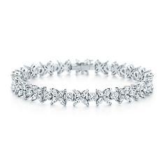 Victoria alternating bracelet of diamonds in platinum.