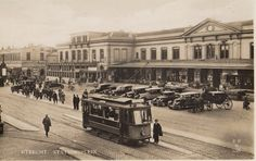 station Utrecht Centraal  omstreeks 1932 Hometown Heroes, Strange Photos, The Old Days, Utrecht, Back In The Day, Netherlands, Holland, Old Things, Louvre