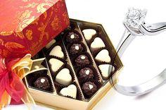 Tatlı anlar için gereken özel tatlardan... Çiçek şeklinde kurdelesi ile enfes kalp şeklinde sütlü ve bitter çikolatalar yanında, eşsiz lezzette ve güzellikte drajeler...  çikolata sepeti, çikolatasepeti, chocolate, özel çikolata,ganaj,turuf, karamel, krokant, krenç, nuga,  mild