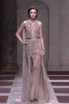 2019 Fashion Moda by Ziad Nakad High Fashion Dresses, Iconic Dresses, Elegant Dresses, Beautiful Dresses, Fantasy Gowns, Fantasy Hair, Fantasy Makeup, Nyc Fashion, Couture Fashion
