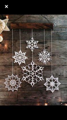 Crochet Snowflake Pattern, Crochet Stars, Christmas Crochet Patterns, Crochet Snowflakes, Crochet Motif, Crochet Christmas Decorations, Christmas Crafts, Homemade Housewarming Gifts, Christmas Ornament Template